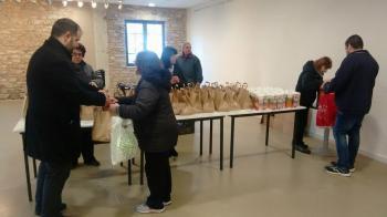 Γεύματα αγάπης σε 150 συνδημότες άπορων οικογενειών στο Δήμο Νάουσας