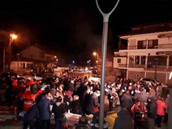 Πρωτοχρονιά με πυροτεχνήματα, ζεστό κρασί και κεράσματα στην κεντρική πλατεία του Σελίου!