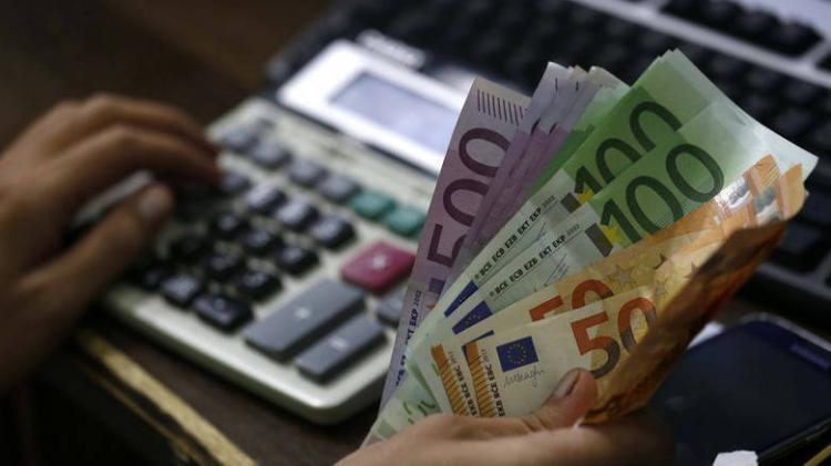 Ποιους αφορά η ρύθμιση οφειλών προς ασφαλιστικά ταμεία έως 120 δόσεις, κριτήρια και ευεργετήματα