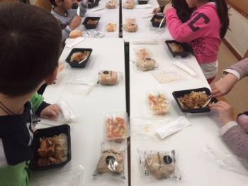 «Σχολικά γεύματα» σε σχολεία της Βέροιας