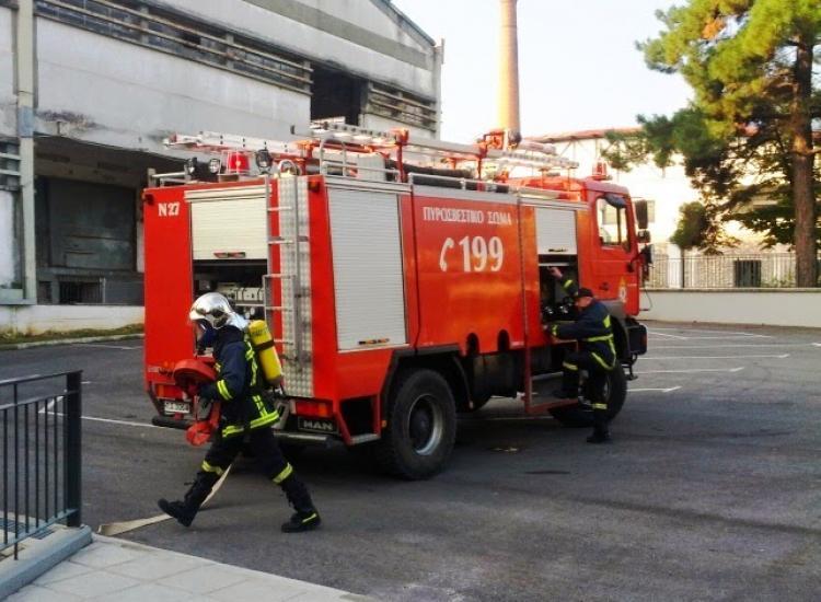 Πυροσβεστική Υπηρεσία Νάουσας: Πυρκαγιά, από άγνωστη αιτία, σε διώροφη μονοκατοικία στη Νάουσα, διασώθηκε η ιδιοκτήτρια