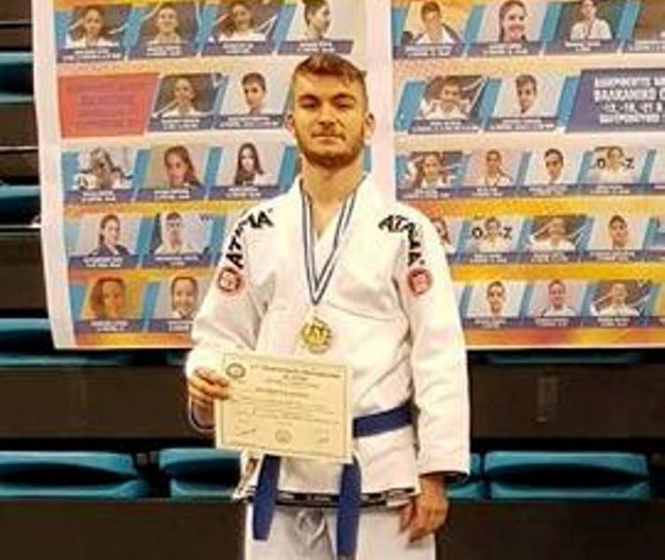Με 2 ασημένια μετάλλια επέστρεψε από το 17ο Πανελλήνιο Πρωτάθλημα Ζίου Ζίτσου ο νέος διαιτητής της ΕΠΣΗ Λ.Ρηγόπουλος