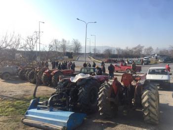 Τρακτέρ στον κόμβο της Κουλούρας,  αναμένεται κλιμάκωση και διαμαρτυρία στην «Agrotica»