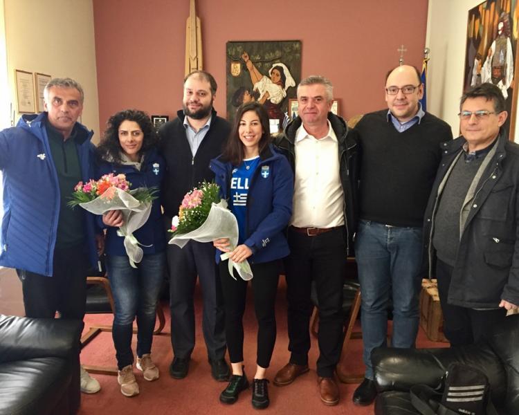 Ο Δήμαρχος Νάουσας τίμησε τις δύο αθλήτριες του ΕΟΣ για τη συμμετοχή τους στους Χειμερινούς Ολυμπιακούς αγώνες