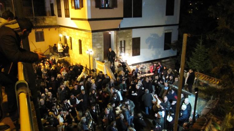 Οι Βλάχοι ζωντάνεψαν το καρναβάλι στη Βέροια με την αναβίωση του εθίμου «Των Καπεταναίων»