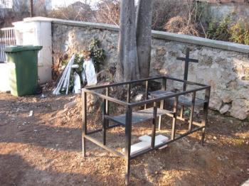 Ντροπή και Αίσχος για τα Κοιμητήρια Βέροιας, από μια Δημότισσα της πόλης