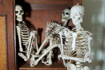Η παρακμή, οι σκελετοί από τη ντουλάπα και η αναγνωσοθεραπεία...