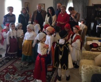 Το Γηροκομείο Βέροιας επισκέφθηκε αντιπροσωπεία του ΚΑΠΑ Βέροιας και παιδιά του 3ου Παιδικού Σταθμού