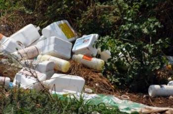 Δήμος Βέροιας : Συνεχίζεται η ανεξέλεγκτη απόρριψη κενών συσκευασιών φυτοπροστατευτικών προϊόντων