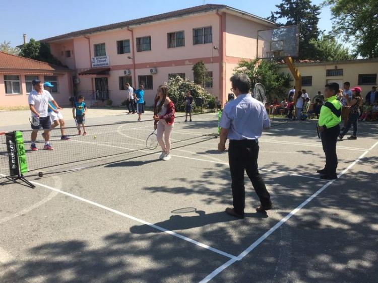 Επίσκεψη του γενικού γραμματέα Αθλητισμού Ιουλίου Συναδινού σε δημοτικά σχολεία ΡΟΜΑ στην Αλεξάνδρεια