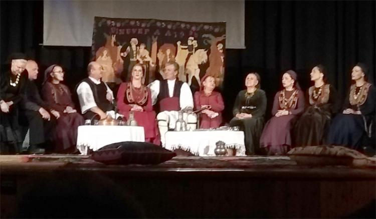 Θεατρική παράσταση στη μητρική τους γλώσσα απόλαυσαν οι Βλάχοι της Νάουσας