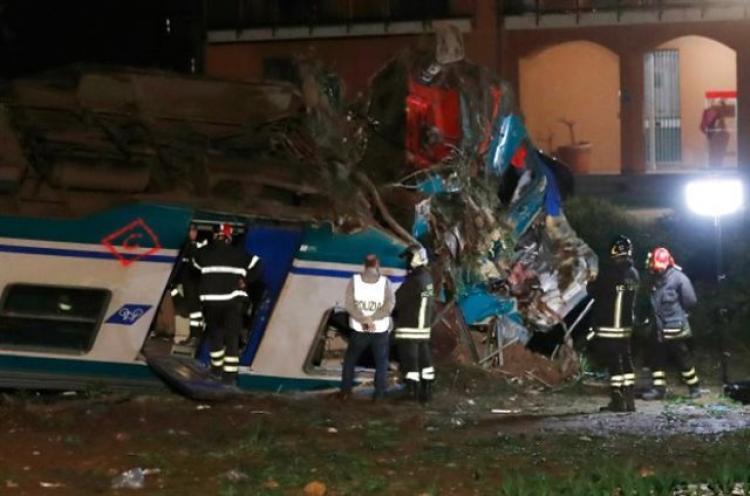 Δύο νεκροί, πολλοί τραυματίες από σύγκρουση τρένου με φορτηγό στην Ιταλία