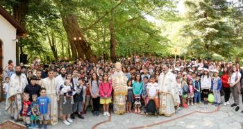«Μικροί Ιεραπόστολοι» : Υπαίθρια αρχιερατική θ. Λειτουργία για τη λήξη Κατηχητικού έργου της Ιεράς Μητροπόλεως