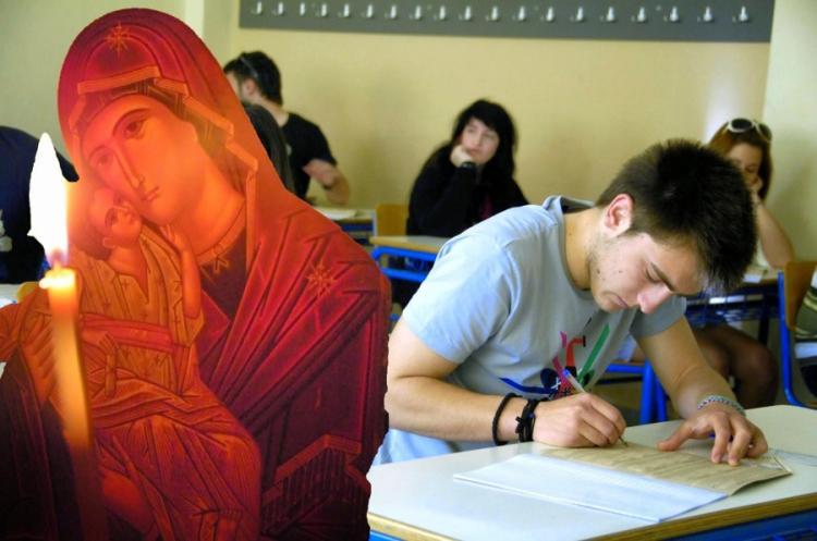 Θεία λειτουργία για τους μαθητές που θα διαγωνιστούν στις πανελλήνιες εξετάσεις