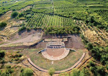 Προσωρινές κυκλοφοριακές ρυθμίσεις σήμερα λόγω εκδήλωσης στο αρχαίο θέατρο της Μίεζας