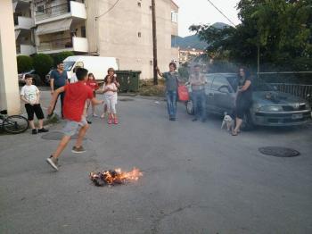 Ανάβουνε φωτιές στις γειτονιές!