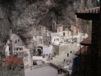 Κλειστή και το φετινό Δεκαπενταύγουστο η Σουμελά, παρά τις διαβεβαιώσεις Ερντογάν σε Βαρθολομαίο