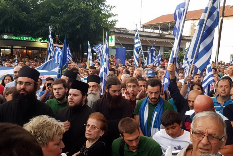 Φωτορεπορτάζ από το συλλαλητήριο της Βεργίνας : Μεγάλη η συμμετοχή, με απρόοπτο καιρό!