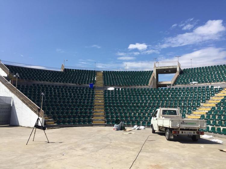 Δ.Αλεξάνδρειας: Τοποθέτηση νέων καθισμάτων στο Δημοτικό Αμφιθέατρο και τεσσάρων νέων πινακίδων Led για την ενημέρωση των πολιτών